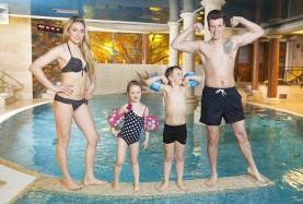 Rodzinny wypoczynek na basenie - Hotel w Mielnie