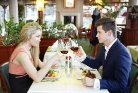 Romantyczna kolacja we dwoje nad morzem